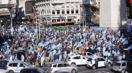 """Nuevo """"banderazo"""" de la oposición de derecha en varias ciudades del país"""