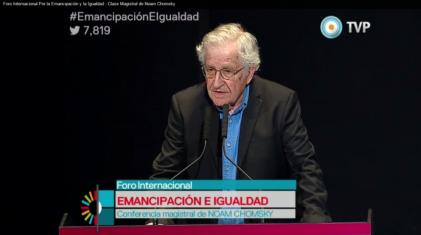 Chomsky recorrió la historia de la decadencia del imperialismo yanqui