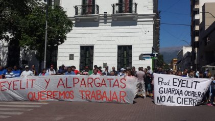 Eyelit y Alpargatas de Catamarca reclaman por la continuidad laboral