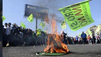 Perú: Gobierno suspende licencia a proyecto megaminero Tía María