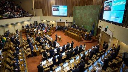 Diputados de Chile votan ley que convierte la protesta en delito