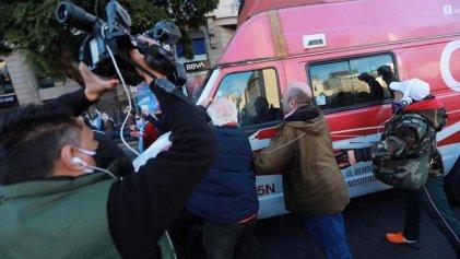 """Agredieron a periodistas y al móvil de C5N en el """"banderazo"""" del Obelisco"""