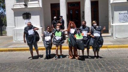 """Despedidos del programa Envión: """"para el municipio somos basura"""""""