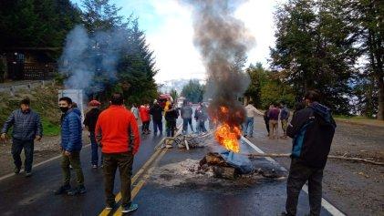 Gendarmería liberó un carril en Villa la Angostura y las mujeres la enfrentaron