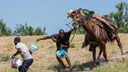 Las brutales imágenes que generaron indignación por la deportación de haitianos en Texas