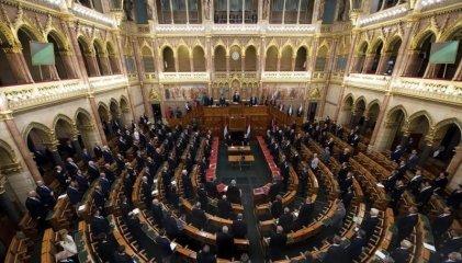 Hungría aprueba la ley que prohíbe adoptar a las parejas del mismo sexo