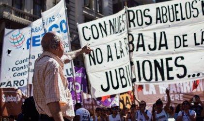 No nos olvidamos: hace dos años macristas, radicales y peronistas saqueaban a los jubilados