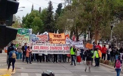 Organizaciones defensoras de derechos de la niñez exigen al Gobierno respuestas a trabajadores de la salud