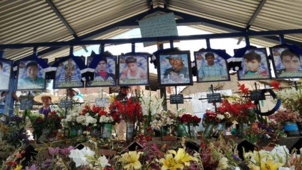 [VIDEO] Sectores populares salen a rendir homenaje a los caídos en Huayllani