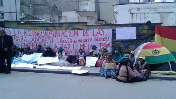 """En puertas de la Alcaldía despedidas de """"La Paz Limpia"""" ingresan en huelga de hambre"""