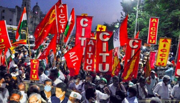 La huelga más grande del mundo: 200 millones de trabajadores paralizan la India